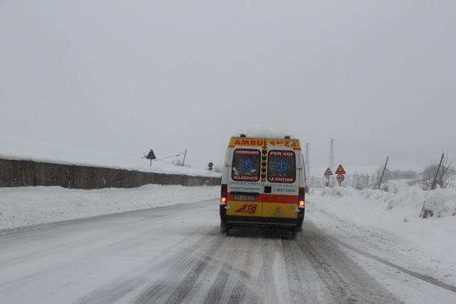 verso il pronto soccorso _ 7.2.2012 dopo 4 giorni di disagi per neve (1/6)