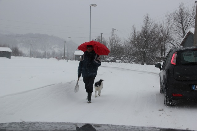 verso il pronto soccorso _ 7.2.2012 dopo 4 giorni di disagi per neve (3/6)