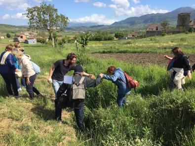 attraversamento al Goleto _ Cammino di Guglielmo 2017 _ foto av