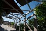 1 Porta di Milone, pergolato in legno d'ingresso al borgo _ foto A.Bergamino